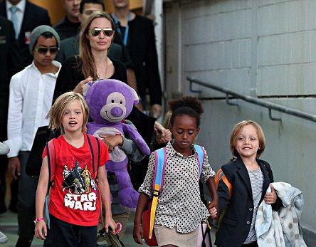 عکس های آنجلینا جولی به همراه فرزندانش ۲۰۱۳