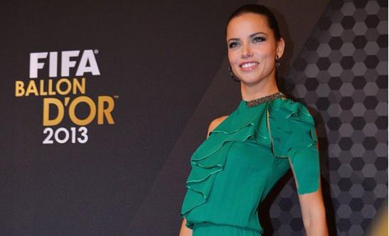 فرناندا لیما , مدل لباس فرناندا لیما ,بیوگرافی فرناندا لیما , لباس فرناندا لیما در مراسم توپ طلا 2013 , لباس فرناندا لیما , عکس های فرناندا لیما ,رونالدو و همسرش, مسی و همسرش,توپ طلا 2013