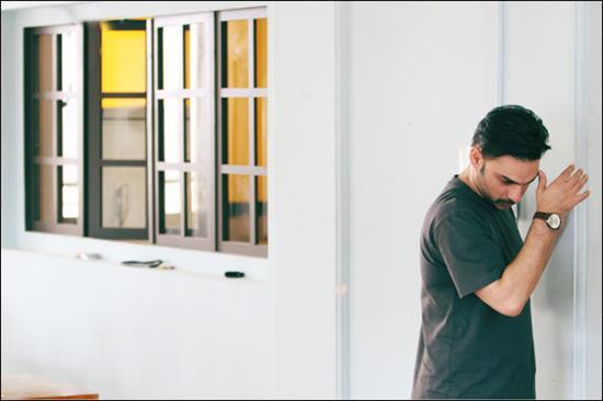 عکس جدید پیمان معادی در فیلم ملبورن
