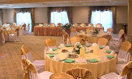 تزیین سالن پذیرایی, تزیین جایگاه عروس و داماد, تزیین جایگاه عروس