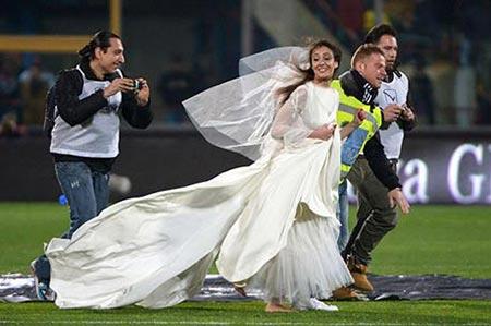 عکس عروس یوونتوسی, عکس عروس که با لباس عروس در زمین فوتبال یوونتوس