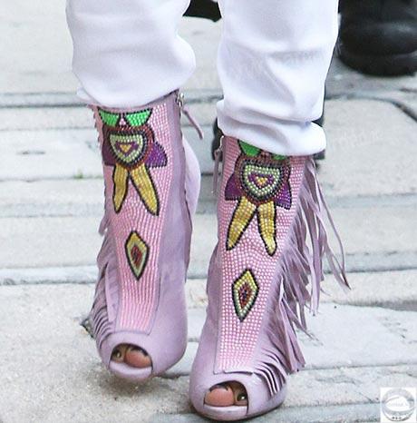 اخبار جنیفر لوپز,جدیدترین عکس جنیفر لوپز,کفش های جنیفر لوپز