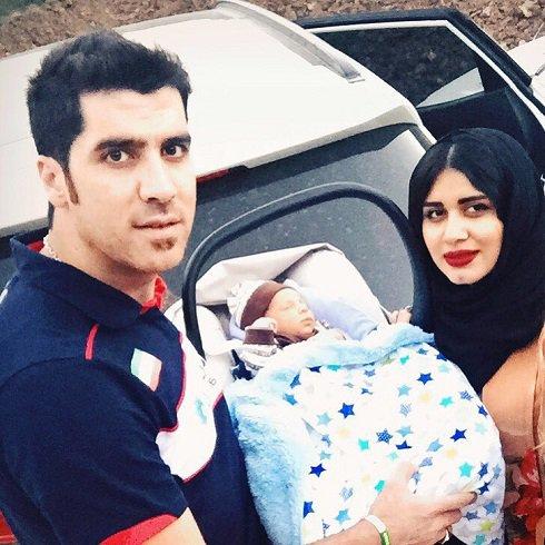 شهرام محمودی در کنار همسر و پسرش